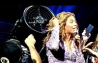 Beyonce Gets Her Hair Caught In A Fan Mid-Concert