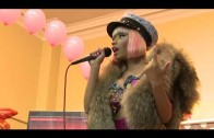 "Nicki Minaj ""Gives Out Thanksgiving Turkeys"""